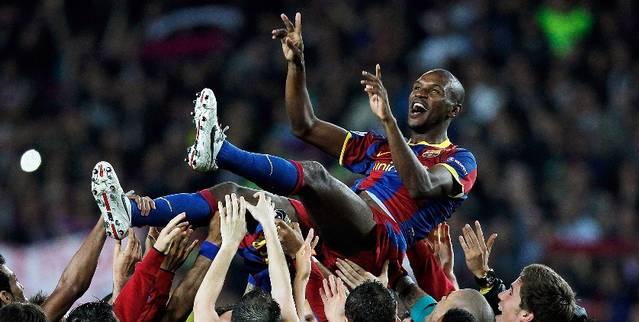 abidal-barcelona-real-madrid-celebration-cropped