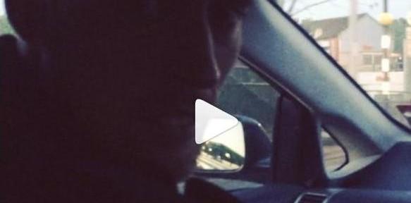 პიტერ კრაუჩი ავტომობილში ცეკვავს