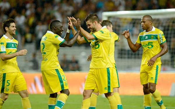 FCN-fc-nantes-canaris-sport-soccer-football-foot-equipe-holiprom