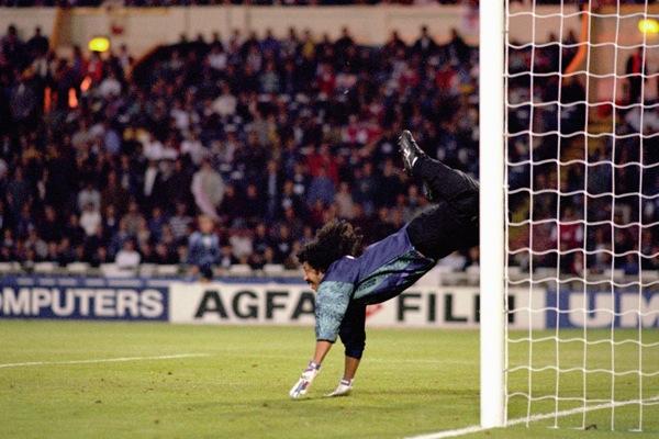 Soccer - Colombia v England