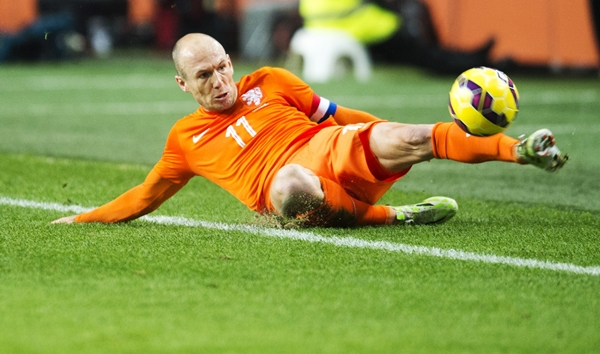 Arjen Robben of the Netherlands fights to control the ball against Mexico during their international friendly soccer match in the Amsterdam Arena