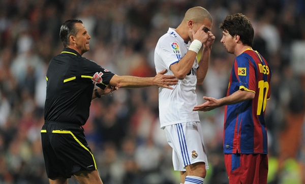 pepe-messi-agressive-attack-real-madrid-barcelona-fight