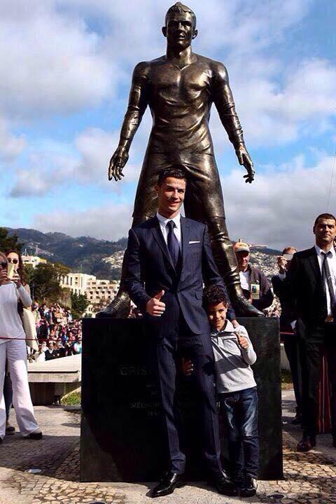Cristiano Ronaldo - statue