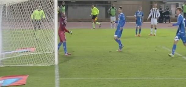 """""""უდინეზეს"""" ფეხბურთელმა ლევან მჭედლიძის გუნდის კარში უცნაური გოლი გაიტანა (ვიდეო)"""