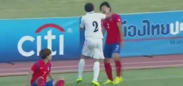 უზბეკმა ფეხბურთელმა კორეელს სამჯერ დაარტყა – რას აკეთებს კორეელი? (ვიდეო)
