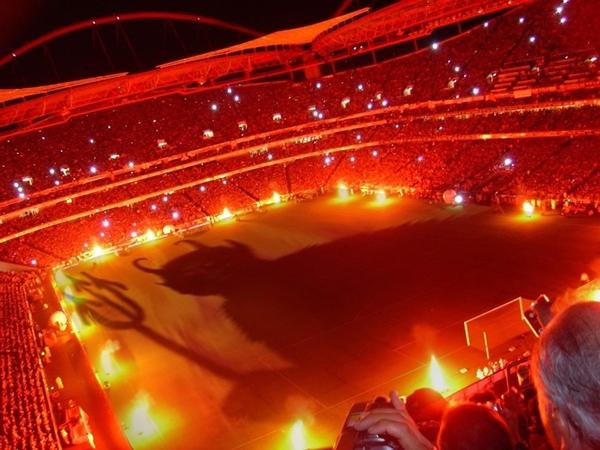soccer_hell_turkish_stadium_ali_sami_yen_galatasaray_1024x768_wallpaper_Wallpaper_2560x1920_www.wallpaperswa.com