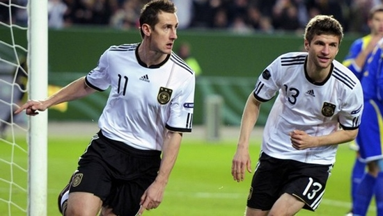Germany's striker Miroslav Klose (L) cel