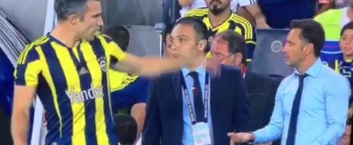 ვან პერსი თავისი გუნდის მთავარი მწვრთნელის წინააღმდეგ (ვიდეო)