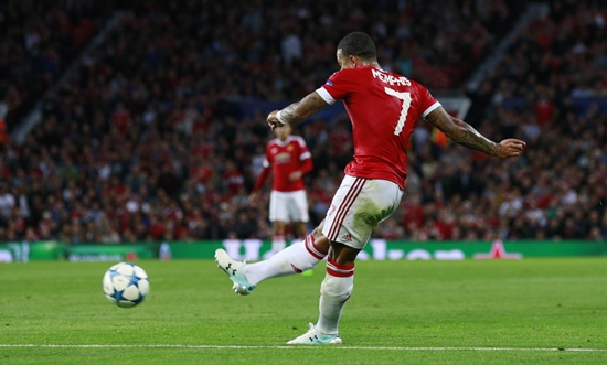 Football - Manchester United v Club Brugge - UEFA Champions League Qualifying Play-Off First Leg - Old Trafford, Manchester, England - 18/8/15 Memphis Depay scores the second goal for Manchester United Action Images via Reuters / Jason Cairnduff Livepic EDITORIAL USE ONLY.