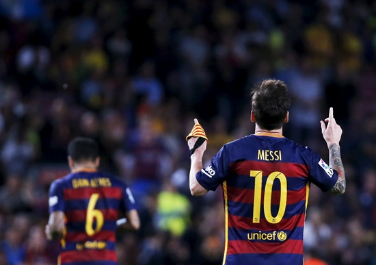 Barcelona's Lionel Messi (10) celebrates his goal against Levante during their Spanish first division soccer match at Camp Nou stadium in Barcelona, Spain, September 20, 2015. REUTERS/Susana Vera  Picture Supplied by Action Images