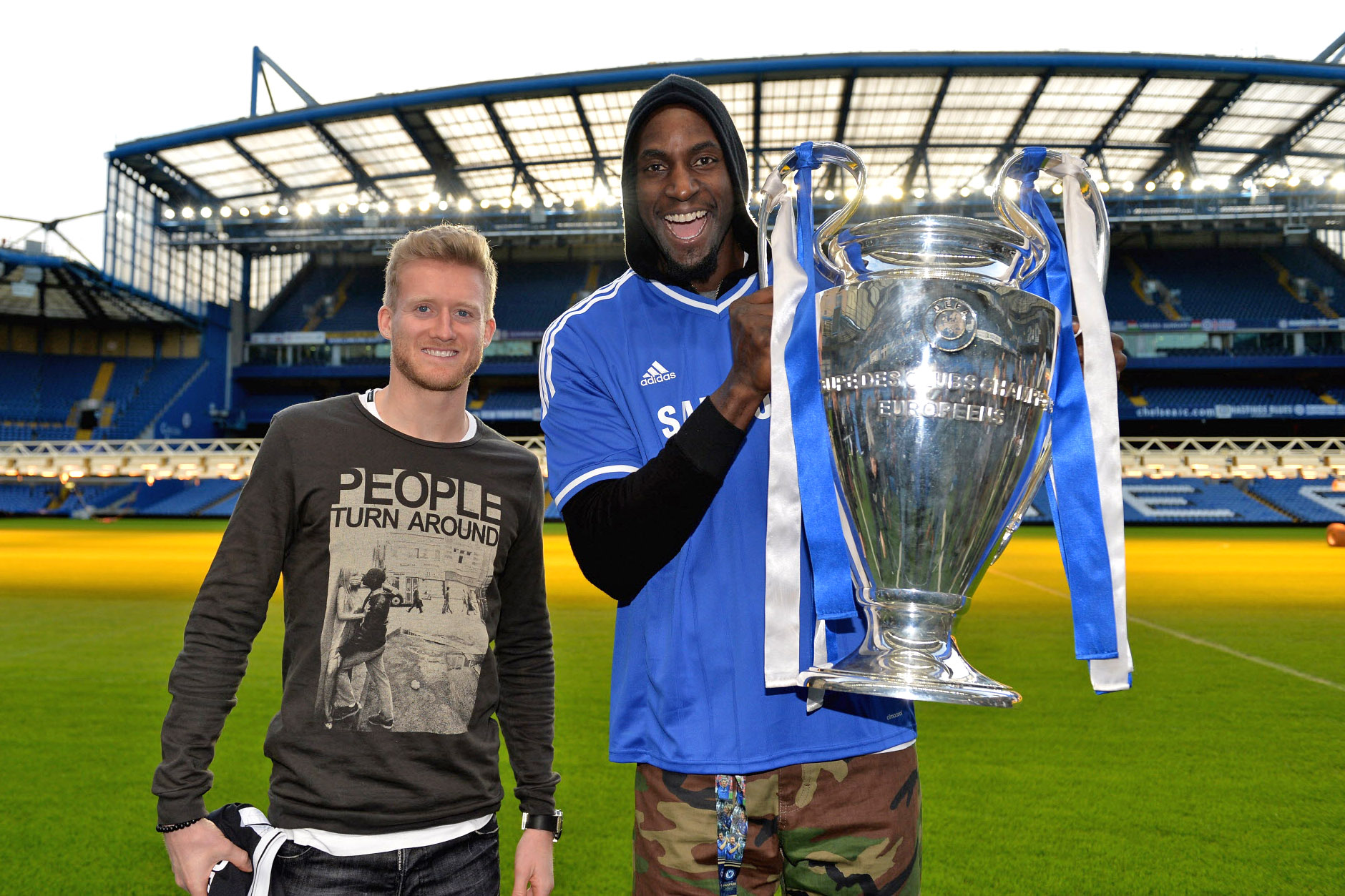 Chelsea FC via Press Association Images MINIMUM FEE 40GBP PER IMAGE - CONTACT PRESS ASSOCIATION IMAGES FOR FURTHER INFORMATION. Brooklyn Nets and Chelsea fan Kevin Garnett meets Chelsea's Andre Schurrle at Stamford Bridge on 14th January 2014 in London, England.