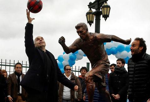 Lionel-Messi-Argentina-estatua-Buenos