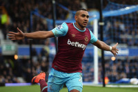 LIVERPOOL, ENGLAND - MARCH 05:  Dimitri Payet of West Ham United celebrates scoring his team's third goal during the Barclays Premier League match between Everton and West Ham United at Goodison Park on March 5, 2016 in Liverpool, England.  (Photo by Gareth Copley/Getty Images)