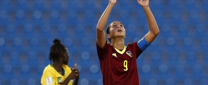 17 წლის გოგონამ მსოფლიოს ჩემპიონატზე გოლი მოედნის ცენტრიდან გაიტანა (ვიდეო)