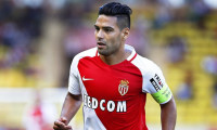 epa05544856 Radamel Falcao of AS Monaco in action during the French Ligue 1 soccer match between AS Monaco and Stade Rennes at Stade Louis II in Monaco, 17 September 2016.  EPA/SEBASTIEN NOGIER
