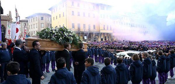 იტალია დავიდე ასტორის იისფერ ნისლში გამოემშვიდობა (ფოტოები)