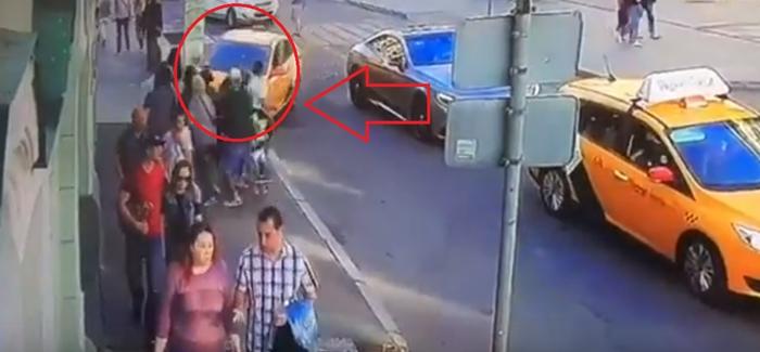 მოსკოვის ცენტრში ტაქსის მძღოლი ფეხბურთის გულშემატკივრებს დაეჯახა (ვიდეო)