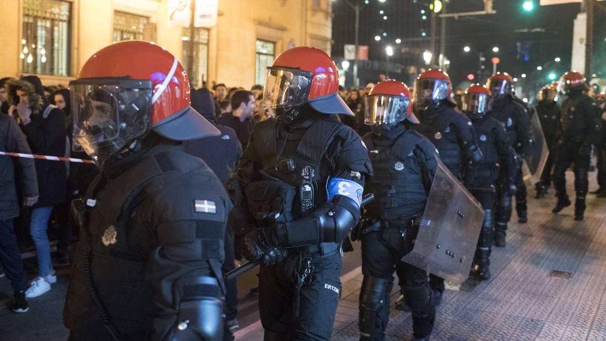 როგორ ბრუნდებიან რუსი პოლიციელები მსოფლიოს ჩემპიონატის შემდეგ სახლში? (ფოტოები)